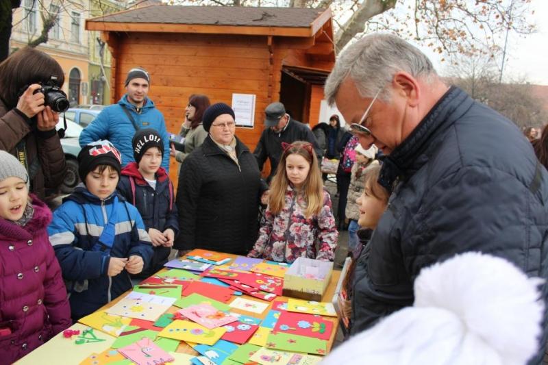 PRIMARUL OVIDIU CREȚU A DESCHIS TÂRGUL DE MĂRȚIȘOARE, DE DRAGOBETE