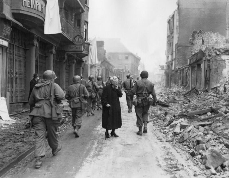 MAREA PĂCĂLEALĂ ISTORICĂ A RUSIEI: URSS A ÎNFRÂNT GERMANIA NAZISTĂ
