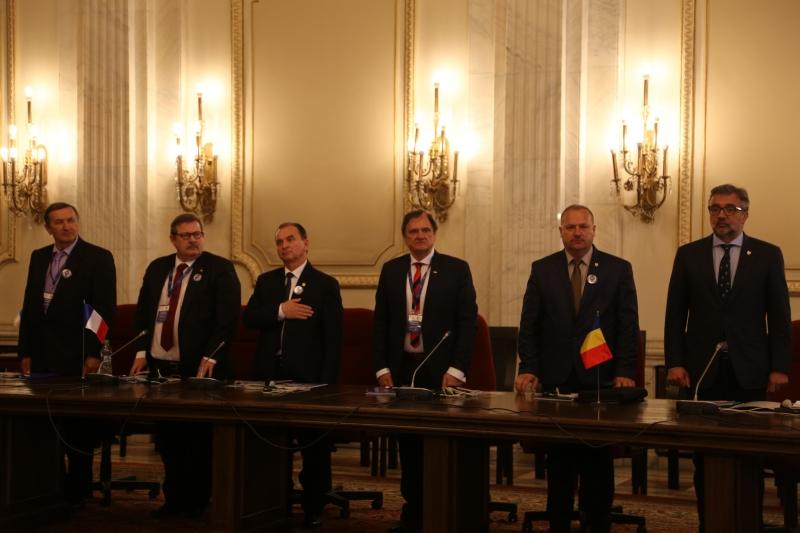 UNIUNEA MONDIALĂ DE FOLCLOR ÎN PREMIERĂ LA PALATUL PARLAMENTULUI DIN ROMÂNIA