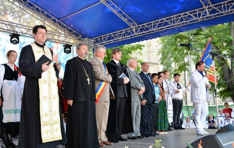 O ZI DE SĂRBĂTOARE PENTRU MINORITĂȚI LA PFINGSTFEST 2015