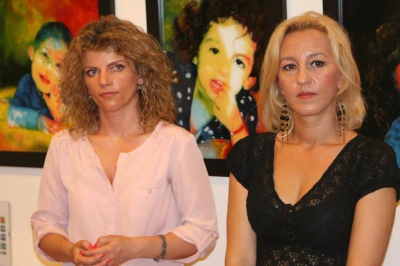 """PICTURĂ PE STICLĂ – CU OTTILIA CORMOȘ ȘI ROXANA MITITEAN – LA GALERIILE """"CASA CU LEI"""""""