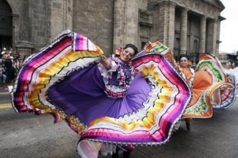 MEXIC - FRUMUSEȚE, CULOARE, ZÂMBETE, ORIGINALITATE, TINERI ARTIȘTI CE VOR POPOSI LA BISTRIȚA PENTRU ȘAPTE ZILE !