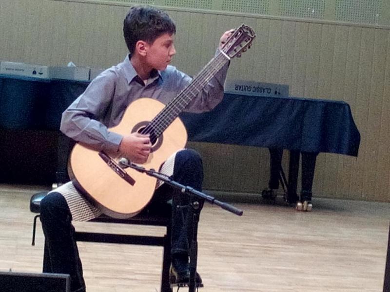 ALEXANDRU GRECU ŞI CHITARA LUI, PE PODIUM LA TRANSILVANIA INTERNATIONAL GUITAR FESTIVAL
