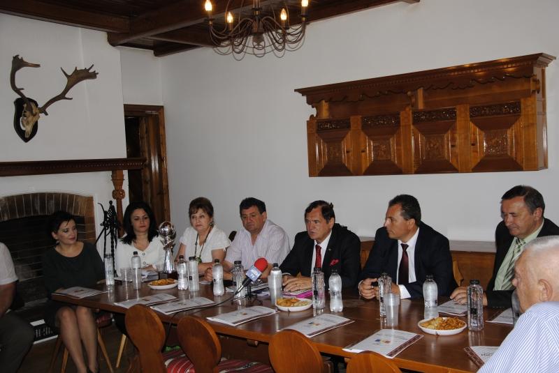 PROF.DR. DOREL COSMA A PREZIDAT ADUNAREA FEDERAȚIEI NAȚIONALE DE FOLCLOR LA DOBRSLOVENI-OLT