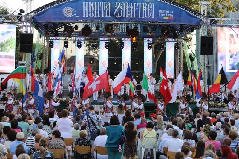 """DUMINICĂ, ORA 15.30, FESTIVALUL """"NUNTA ZAMFIREI"""" PE LOOK TV"""