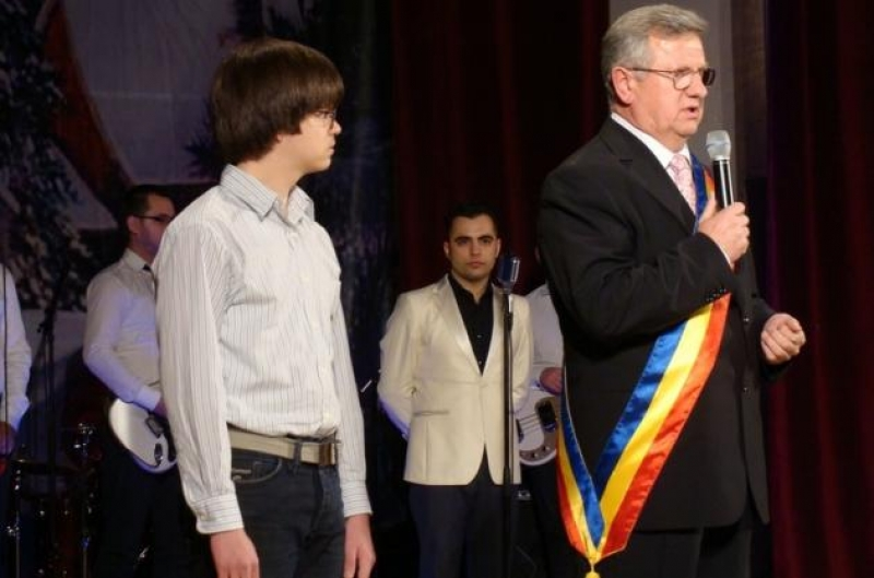 """PREMIILE MUNICIPIULUI BISTRIȚA, ASTĂZI LA """"TEATRUL DE VARĂ"""""""